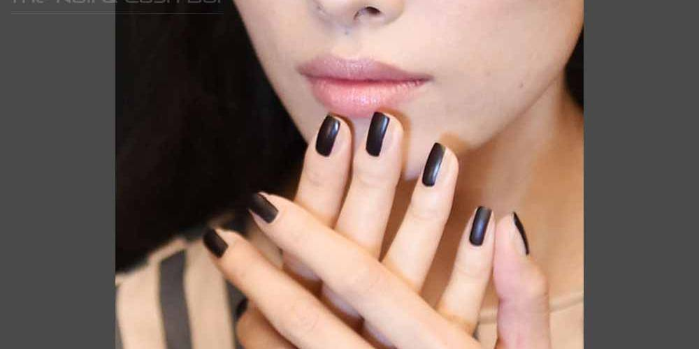 Two-striped-nails